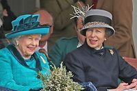 """ARCHIV - 01.09.2018, Großbritannien, Braemar: Die britische Königin Elizabeth II. (l) und ihre Tochter, Prinzessin Anne, nehmen am traditionellen Braemar Gathering im Rahmen der schottischen Highland Games teil. Prinzessin Anne galt lange Zeit nicht gerade als die Sympathischste unter den Royals. Doch in den vergangenen Jahren hat sich ihr Image gewandelt. Am 15. August 2020 wird Prinzessin Anne 70 Jahre alt. (zu dpa """"Keine Märchenprinzessin, aber cool: Prinzessin Anne wird 70"""") Foto: Andrew Milligan/PA Wire/dpa +++ dpa-Bildfunk +++"""