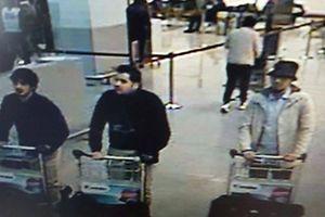 A polícia belga divulgou a imagem de três suspeitos