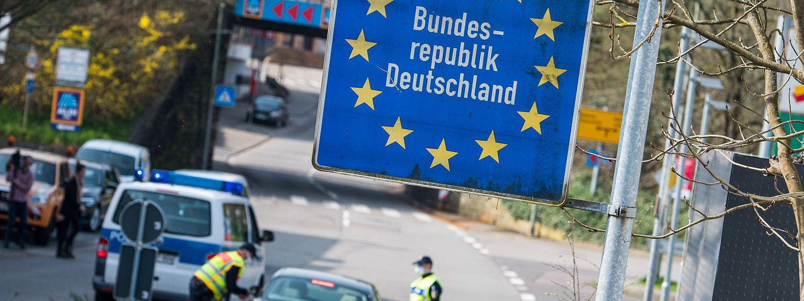 In einer ersten Phase sollen sämtliche Grenzübergänge wieder passierbar gemacht werden. Polizeikontrollen bleiben aber bis auf Weiteres.