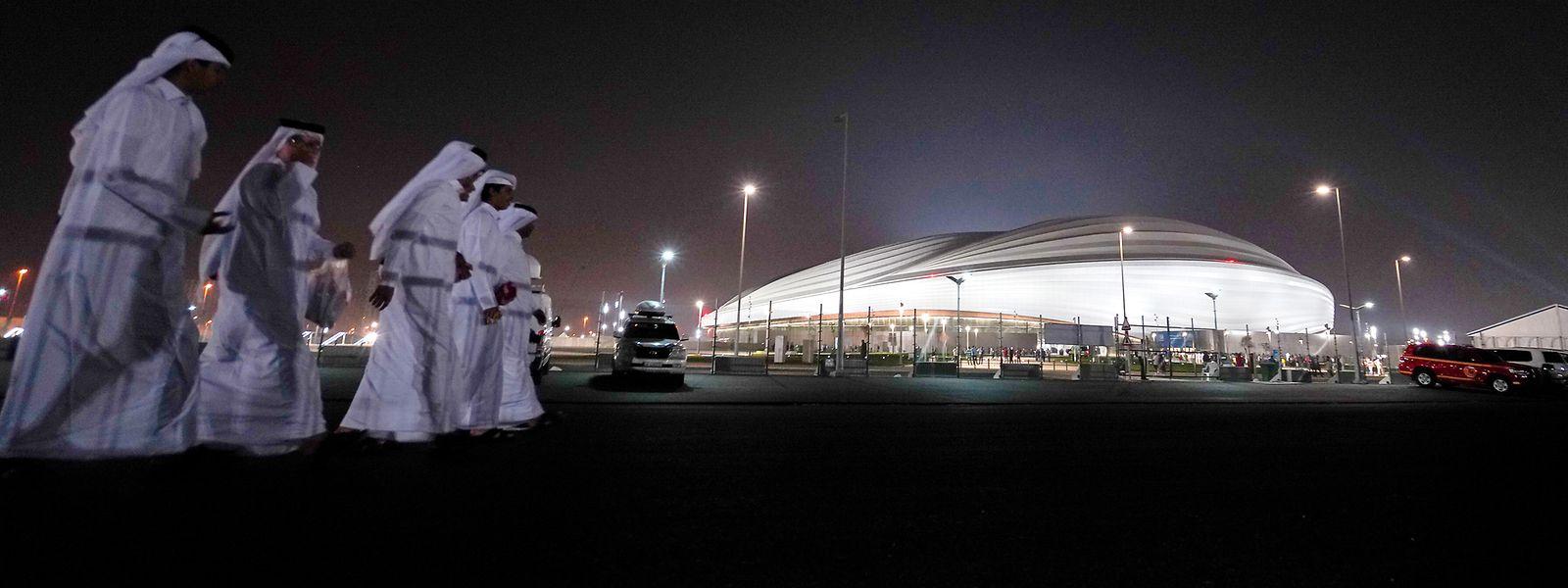 Die Fußball-WM in Katar wirft ihre Schatten voraus.