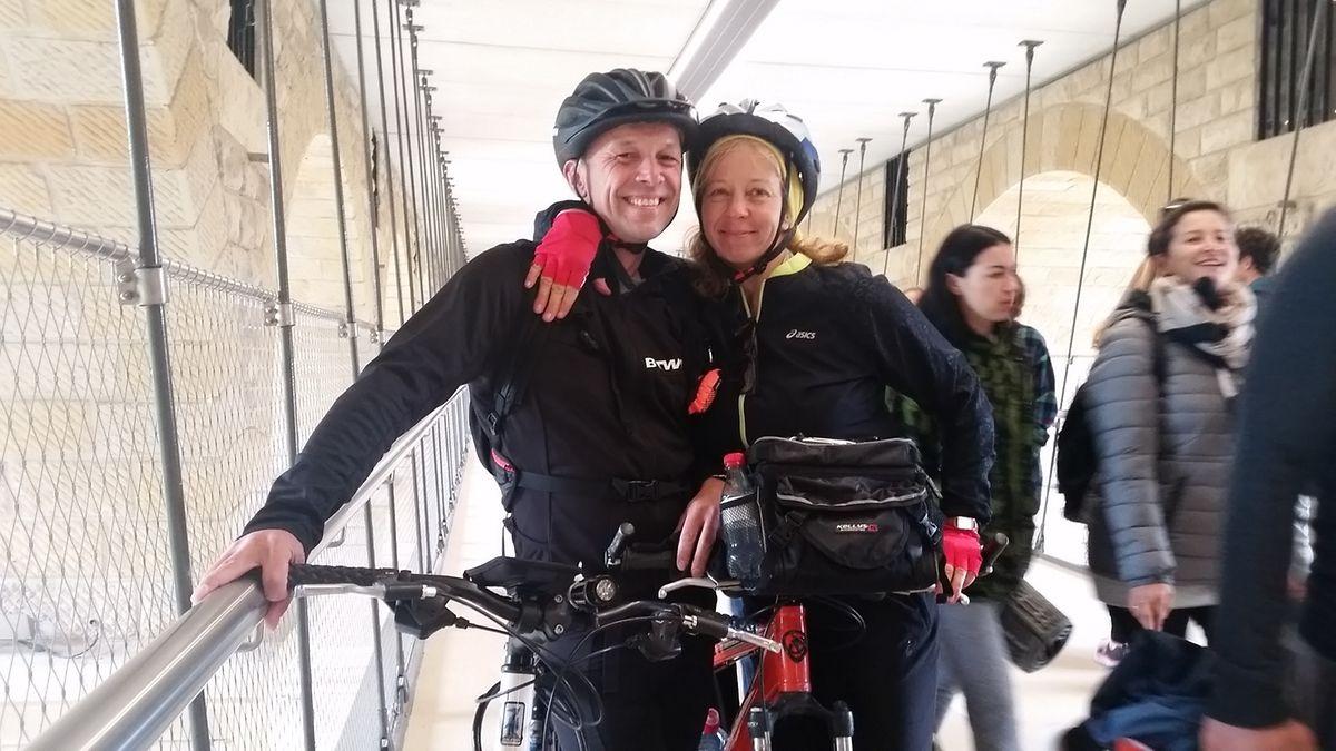 Peter et Ieva ont fait la route depuis Bereldange pour vivre l'aventure «passerelle» à vélo.