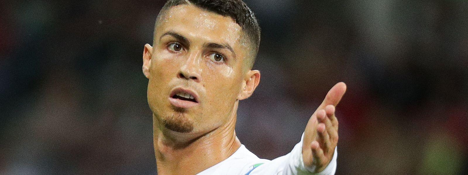 O regresso de Cristiano Ronaldo e as estreias de João Félix, Dyego Sousa e Diogo Jota são os destaques da lista de 25 jogadores convocados pelo selecionador Fernando Santos.