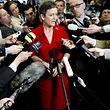 """Die dänische Wirtschaftsministerin Mergrethe Vestager gibt Erklärungen über die Erweiterung der """"Firewall""""."""