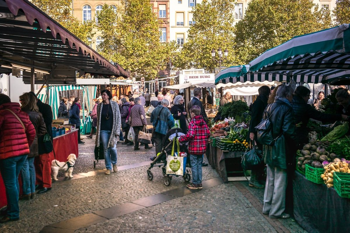 Market on the Place Guillaume II Photo: Vdl