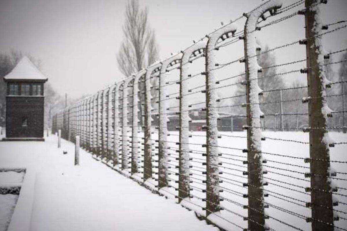Le complexe d'Auschwitz était constitué de trois camps: Auschwitz I, camp principal, Auschwitz II (ou Birkenau), le camp d'extermination et Auschwitz III (ou Monowitz), un camp de travail.