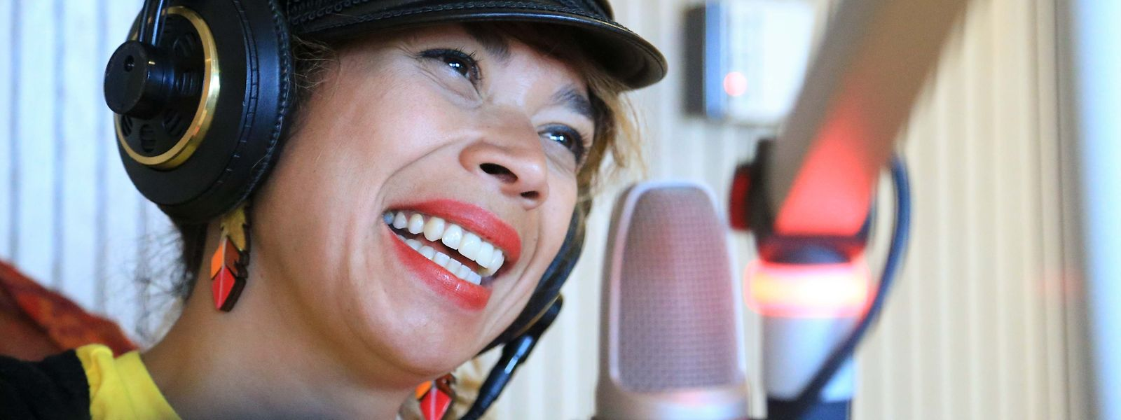 Flávia Coelho traz a sua música explosiva e interventiva à Kulturfabrik.