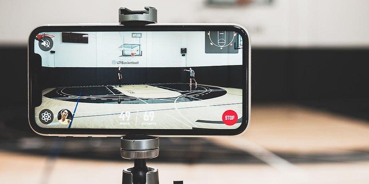Mit Homecourt können sich Basketballer ganz einfach filmen. Die App erkennt automatisch, ob der Ball im Korb landet.