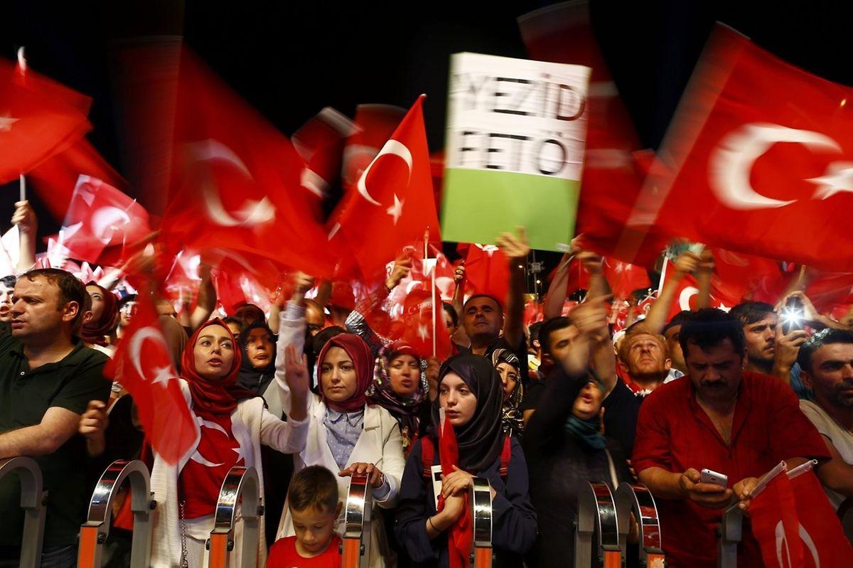 Vielerorts gingen in den vergangenen Tagen Anhänger von Präsident Erdogan auf die Straßen.