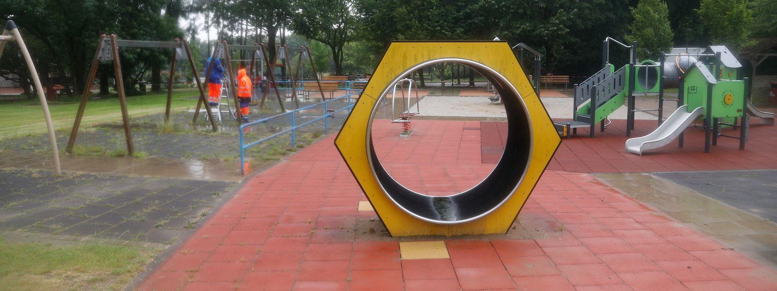 Die ersten Gemeinden haben bereits begonnen, die Spielplätze wieder herzurichten.