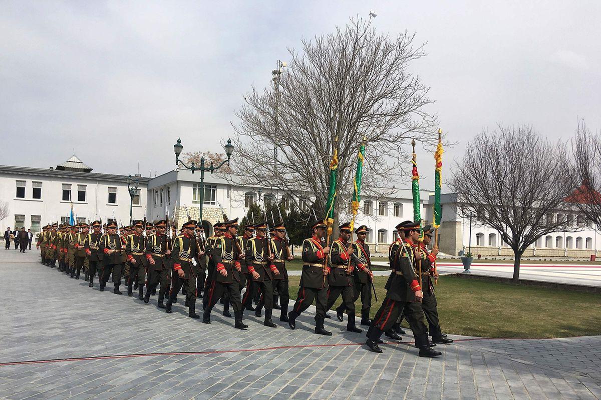 La garde d'honneur présidentielle se prépare pour l'investiture d'Ashraf Ghani.