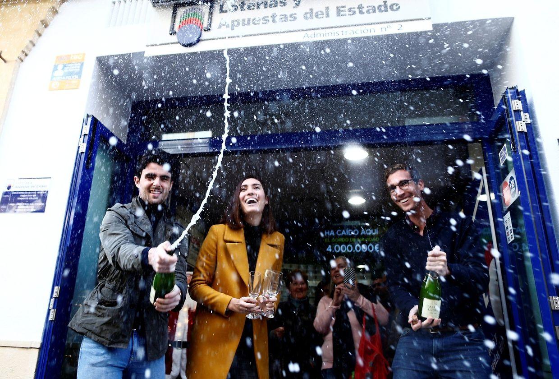 Festa de alguns dos premiados depois do anúncio dos números vencedores.