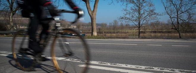 Die Technologie macht es möglich, dass Radwege das Sonnenlicht tagsüber speichern und nachts abgeben.