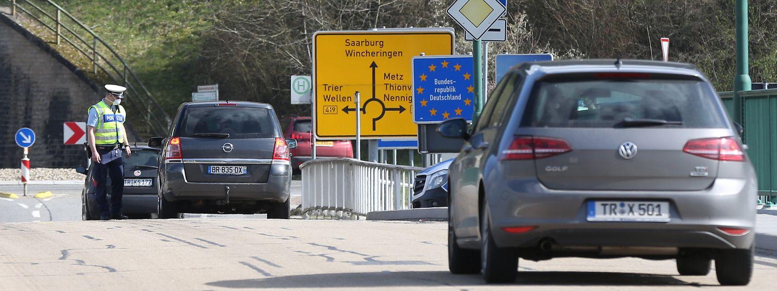 Kontrollen der deutschen Polizei am Freitag Vormittag beim Grenzübergang in Wormeldingen.
