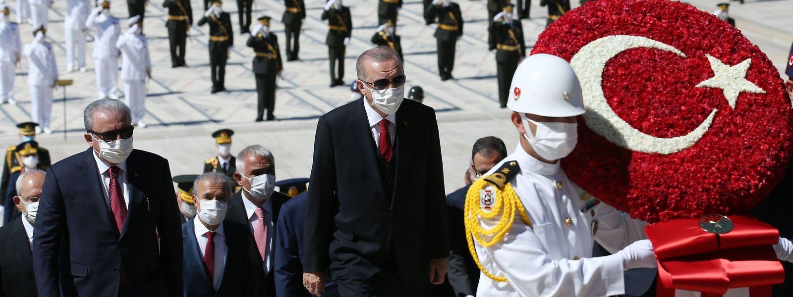 Ausdruck von großer Macht: Der türkische Präsident Recep Tayyip Erdogan während der Zeremonie am Nationaldenkmal des Staatsgründers Mustafa Kemal Ataturk am 30. August 2020.