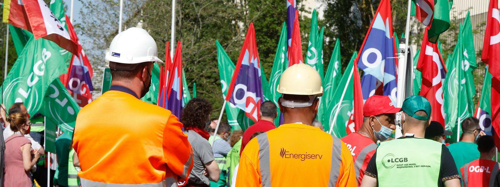 Plusieurs dizaines de personnes ont assisté vendredi au piquet de protestation organisé par l'OGBL et le LCGB et voué à faire avancer un dossier qui menace plusieurs centaines d'emplois.