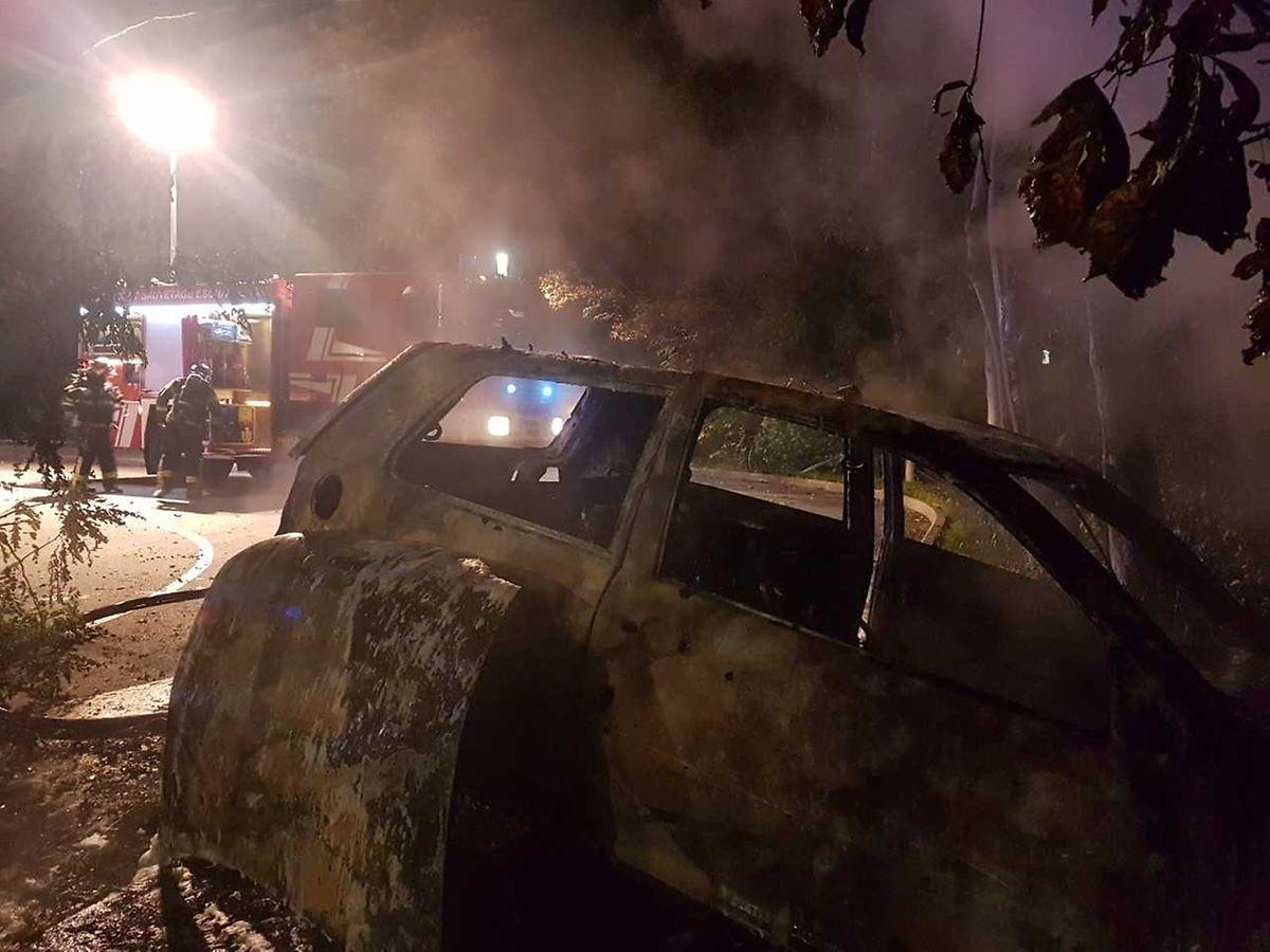 Das Fahrzeug wurde komplett zerstört.
