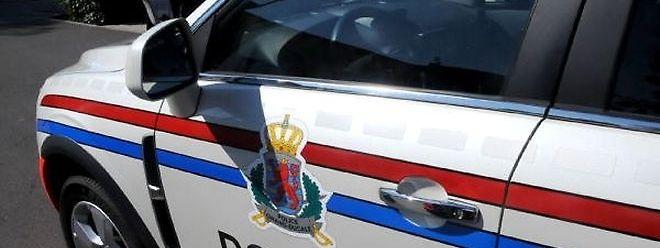Die Plizisten beschlagnahmten den Wagen des unverantwortlichen Automobilisten.