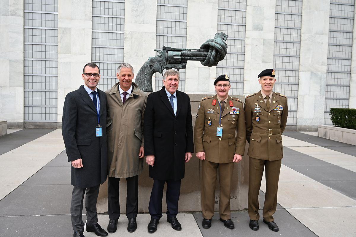 Le 13 janvier 2020 lors d'une visite de travail aux Nations Unies à New York. Tout à droite, le lieutenant-colonel Steve Thull, aux côtés du général Alain Duschène et des deux ministres verts en charge de la Défense.