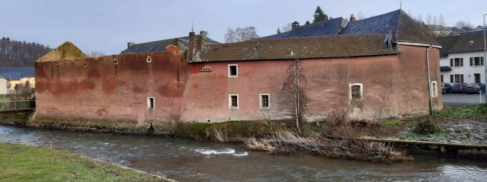 """Seit Jahren zerfällt dieser """"Vierkanthof"""" in Boewingen/Attert, der bereits im Kataster von 1824 vermerkt ist und in dem der Archäologe Joseph Hackin geboren wurde."""