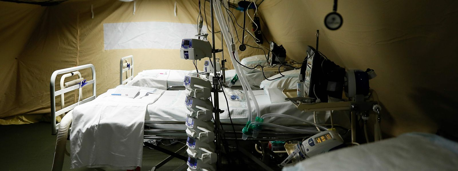 Die gefürchete Triage: Das überforderte Krankenhauspersonal musste zu Beginn der Pandemie im Osten Frankreichs anfangen, zwischen den Kandidaten für Beatmungsplätze auszuwählen.