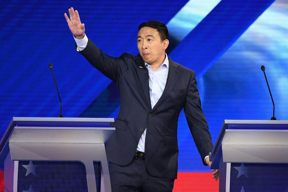 """Andrew Yang, der im Wahlkampf bis zuletzt von seiner passionierten """"Yang-Gang"""" unterstützt wurde, gab sein Ausscheiden bekannt."""