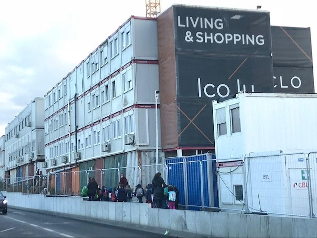 Parmi les 800 élèves du primaire, 500 utilisent les neuf bus affrétés par l'école et financés par les parents vers 45 arrêts se situant à Luxembourg-Ville et son agglomération.