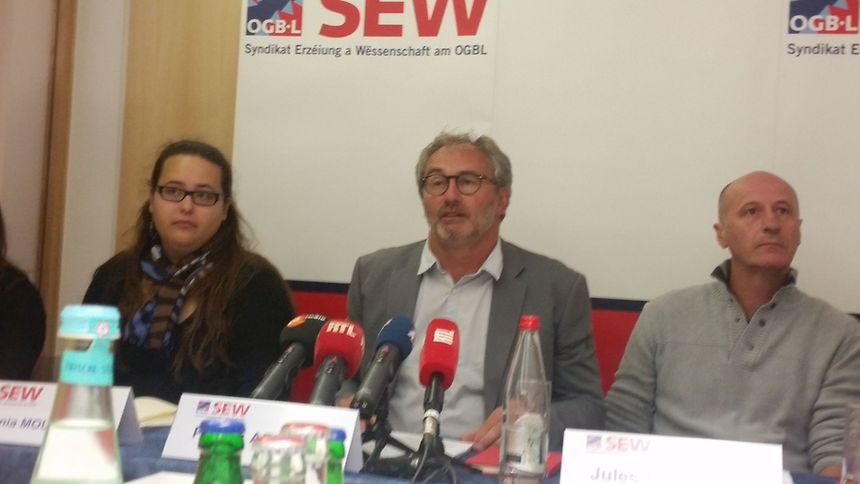 Patrick Arendt, président du SEW-OGBL (au centre): «Nous réclamons une école publique pour tous, où le fils du notaire voit celui de l'ouvrier».