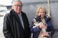 Jean-Claude Juncker und Ehefrau Christiane begrüßen ihren neuen Liebling.