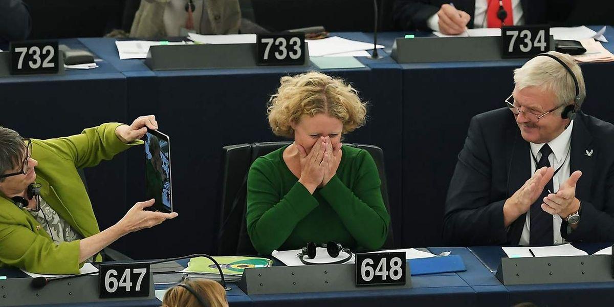 Judith Sargentini, relatora do processo contra a Hungria, não escondeu a emoção após a aprovação.
