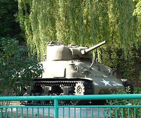 De Panzer steet nees no opwenneger Schéinheetskur beim Patton Monument