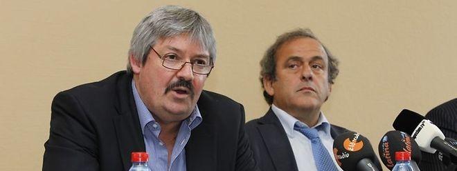 Le président de l'UEFA, Michel Platini (à dr.) a mis en garde le président de la FLF, Paul Philipp.