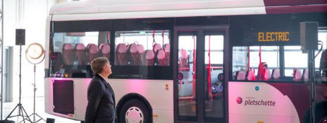 Sechs Elektrobusse vom Typ Citea LLE-99 Electric des Herstellers VDL wurden angeschafft, um die Linie 305 montags bis samstags im Taktbetrieb zu bedienen. Ein siebter Bus soll folgen.
