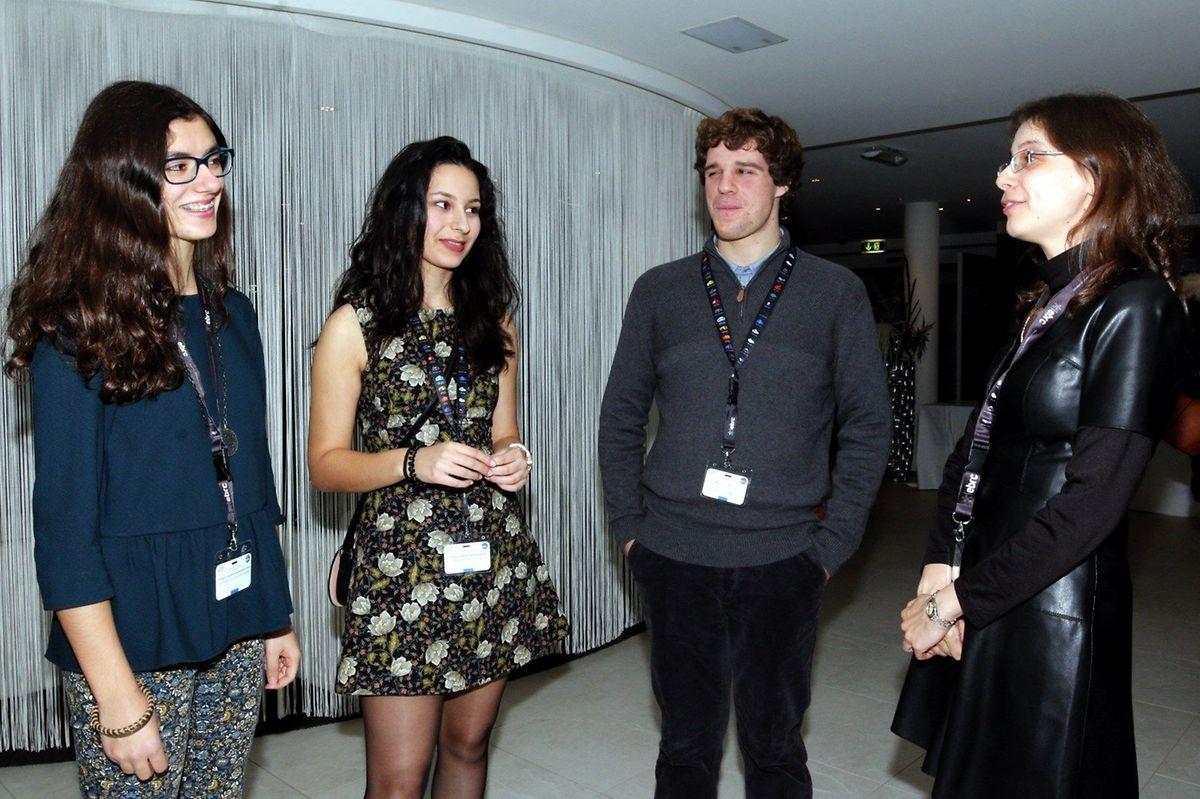 A professora Sofia Reis com os alunos