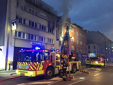 Fire in an apartment building opposite Den Atelier