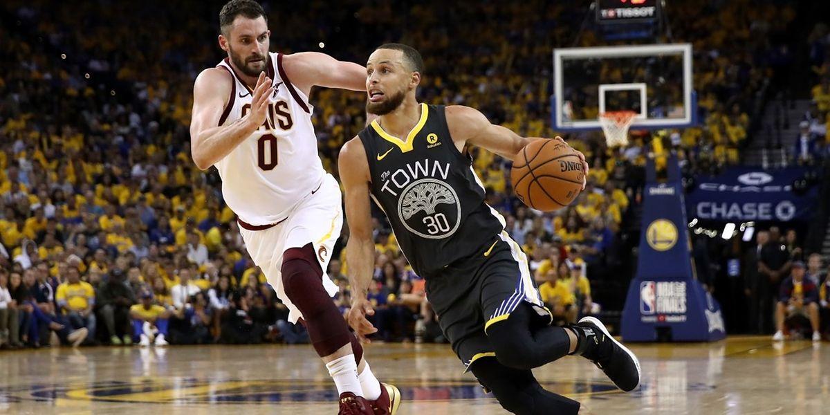 Stephen Curry s'est montré décisif et a mené les Warriors à la victoire.