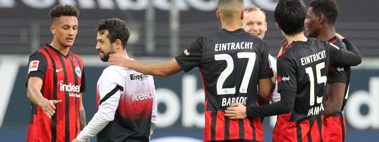 Zufriedene Gesichter bei den Frankfurter Spielern nach dem Sieg gegen den FC Bayern.