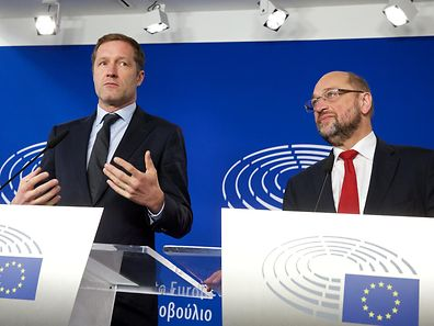 Wallonia's socialist government head Paul Magnette (L) and European Parliament President Martin Schulz hold a joint press conference after their meeting regarding CETA (EU-Canada Comprehensive Economic and Trade Agreement) at the European Parliament in Brussels on October 22, 2016.  The head of the European parliament and Canada's trade minister held last-ditch talks on October 22 aimed at salvaging a trade deal threatened by a Belgian region's refusal to sign on. EU assembly chief Martin Schulz also planned an 11th-hour huddle with Paul Magnette, head of Wallonia's socialist government which is blocking the agreement between Ottawa and the 28-nation European Union.  / AFP PHOTO / BELGA AND Belga / NICOLAS MAETERLINCK / Belgium OUT