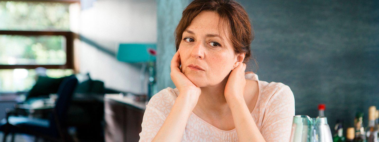 """Im Film """"Herzjagen"""" kommt Caroline Binder (Martina Gedeck) nicht damit zurecht, dass sie plötzlich ein funktionierendes Herz hat."""