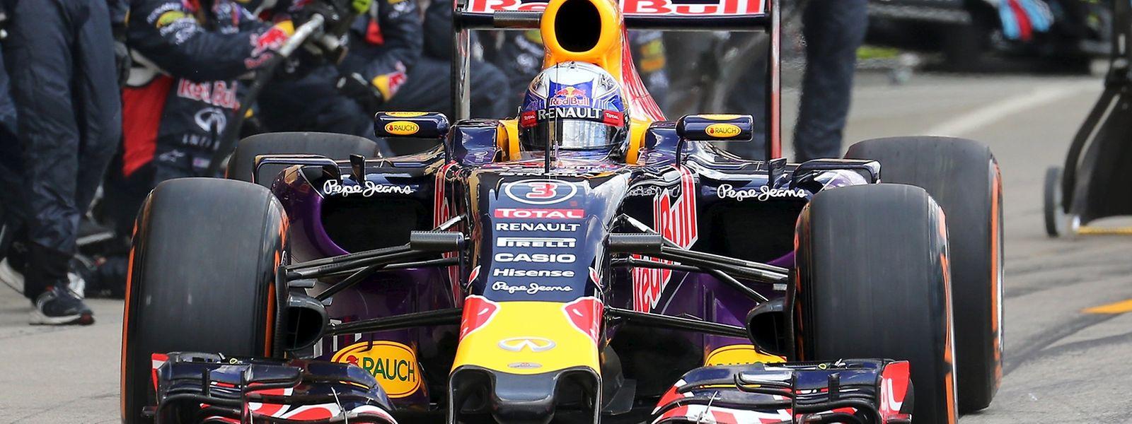 Daniel Ricciardo bei der Ausfahrt aus der Boxengasse in Suzuka.