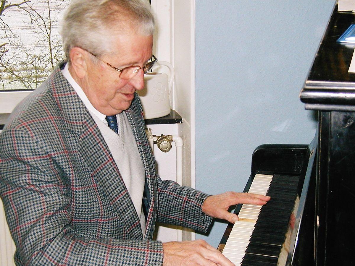 Jacques Lorentz war nicht weniger als 66 Jahre lang Mitglied der Chorale Sängerbond, davon 35 als Präsident und Dirigent. Dieses Bild wurde 2004  während einer Probe zur Cäcilienfeier in Fouhren aufgenommen.