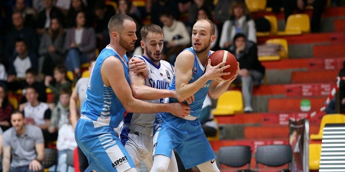 Clancy Rugg (l.) und Philippe Gutenkauf (r.) mussten sich gegen die Slowakei mit Simon Krajcovic knapp geschlagen geben.