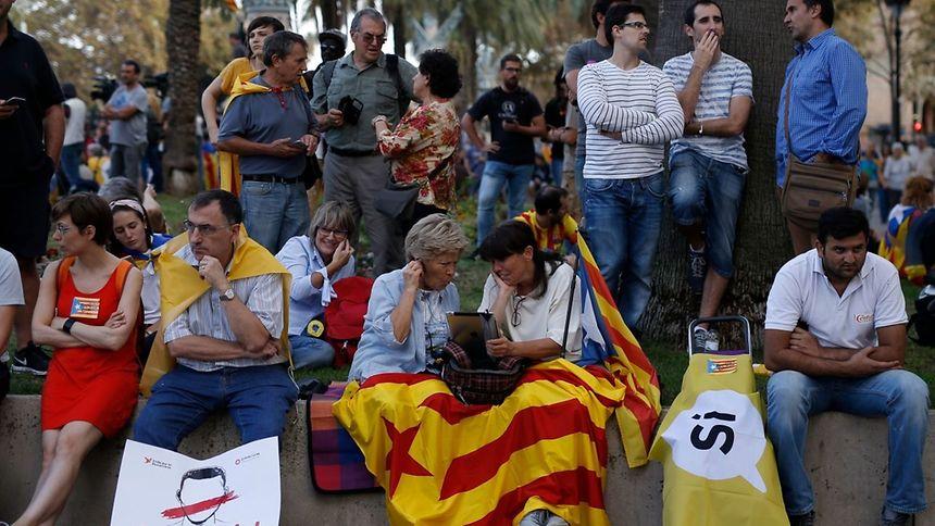 Governo espanhol ameaça suspender autonomia da Catalunha