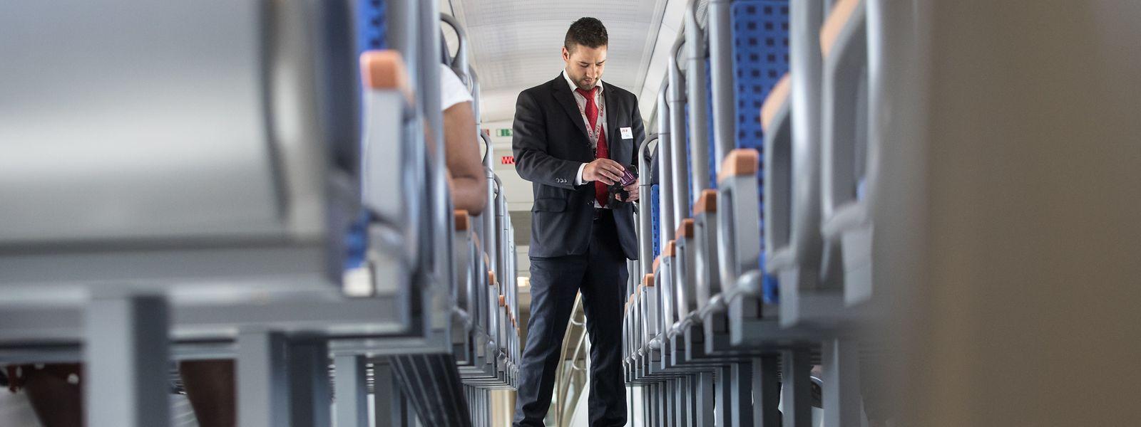 An dem kommenden März werden die Schaffner nur noch in der ersten Klasse Fahrkarten kontrollen müssen. Ihr Aufgabenbereich verändert sich dementsprechend.