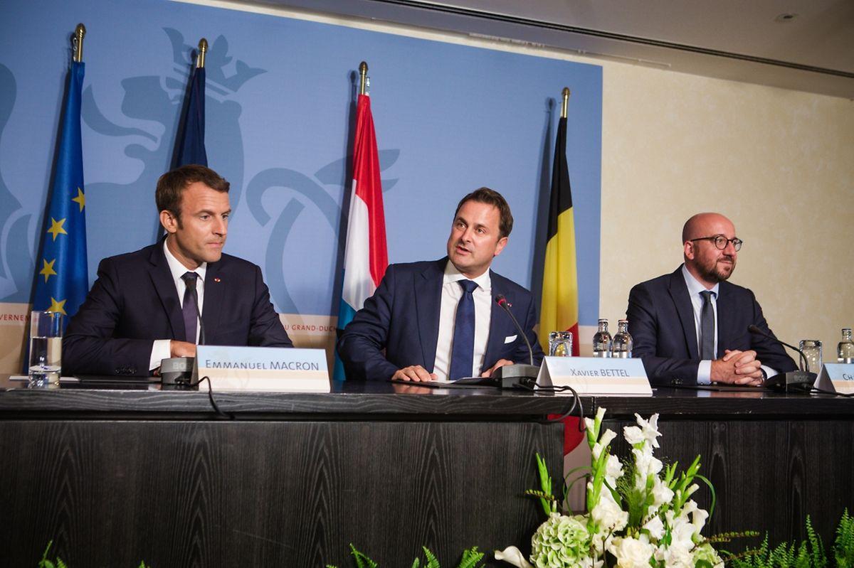 Emmanuel Macron, Xavier Bettel und  Charles Michel bei der gemeinsamen Pressekonferenz.  Das Medieninteresse war groß, gut 100 Journalisten hatten sich akkreditiert.