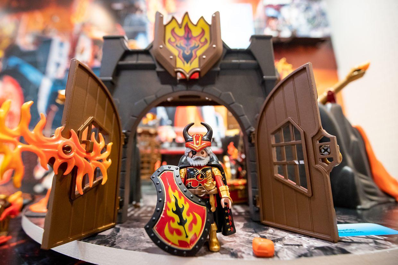 Eine Ritterburg ist am Stand des deutschen Unternehmens Playmobil auf der Spielwarenmesse 2019 ausgestellt.