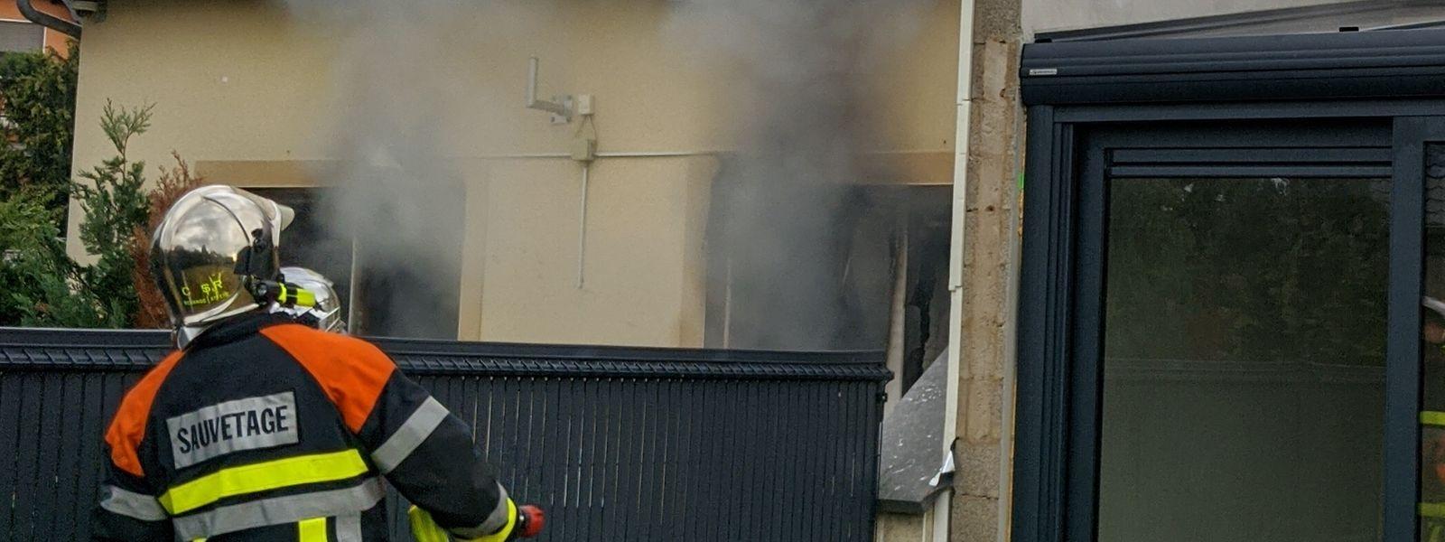 Sowohl die Brandursache, als auch die Todesursache des Opfers sind bislang unklar.