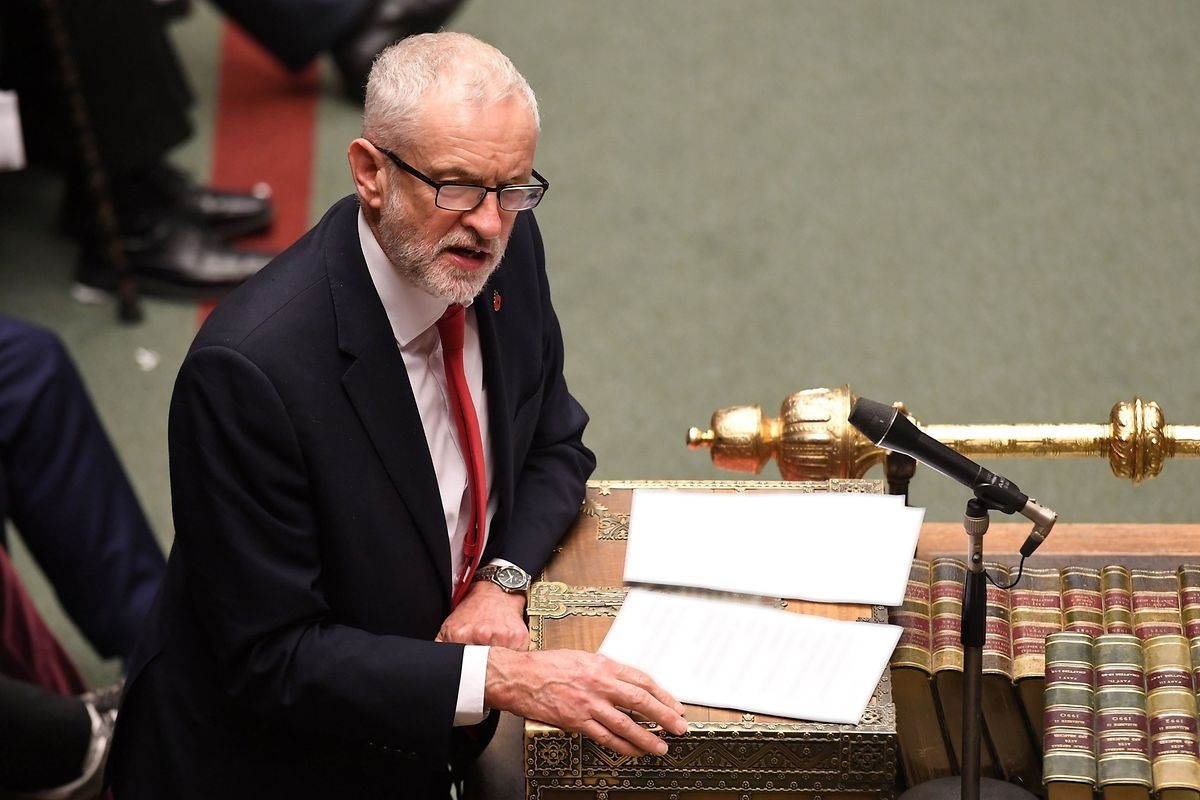 Auch Labour-Chef Jeremy Corbyn spricht sich nun für Neuwahlen im Dezember aus.