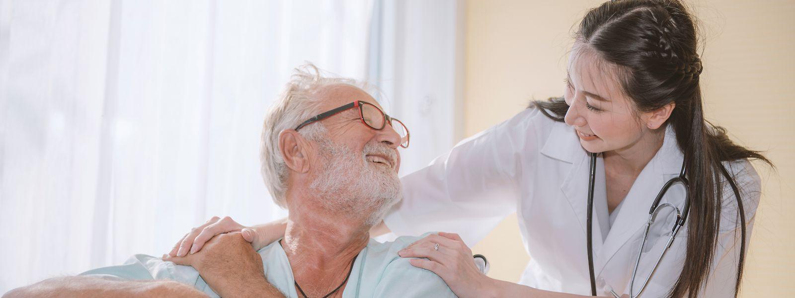 Offizielle Zahlen fehlen, aber nach Schätzungen leben mehrere tausend Senioren aus deutschsprachigen Ländern in thailändischen Alters- und Pflegeheimen.