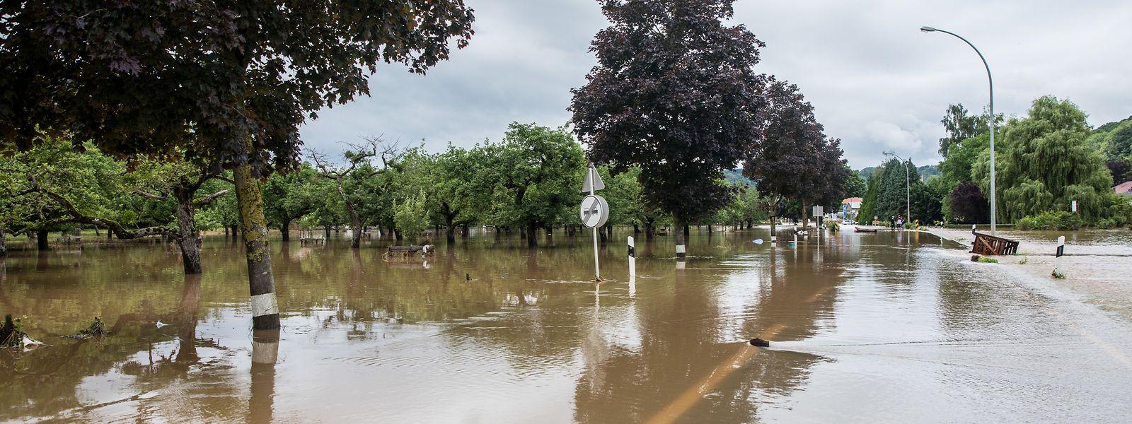 Das Hochwasser hat viele Schäden angerichtet.