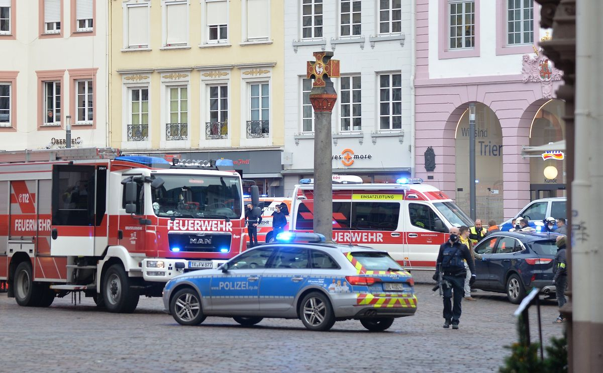 Police and emergency services in the city centre of Trier on 1 December Photo: AFP